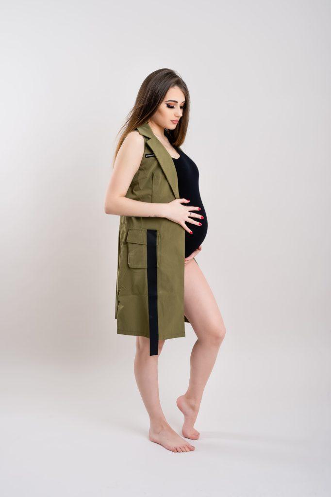Shooting Babybauch im Body und Mantel Andrej Koch